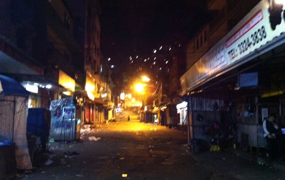 No início da madrugada, acesso à favela se encontrava deserto