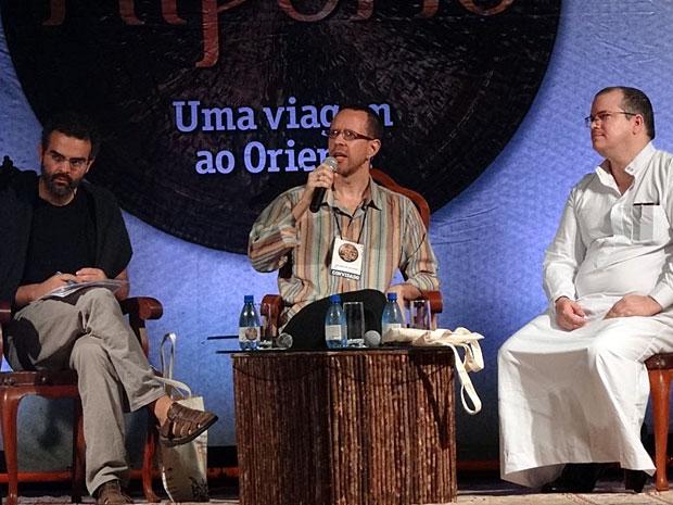 Gonçalo M Tavares, Nelson de Oliveira e Fernando Baéz discutem os porquês de ser escritor (Foto: Katherine Coutinho / G1)
