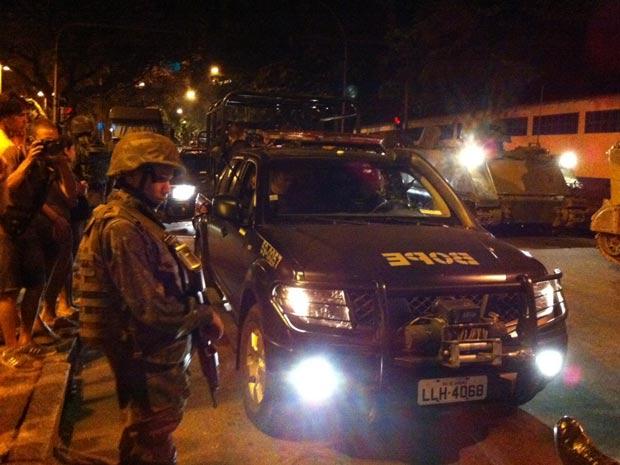 Equipes do Bope se preparam para entrar na Rocinha (Foto: G1)
