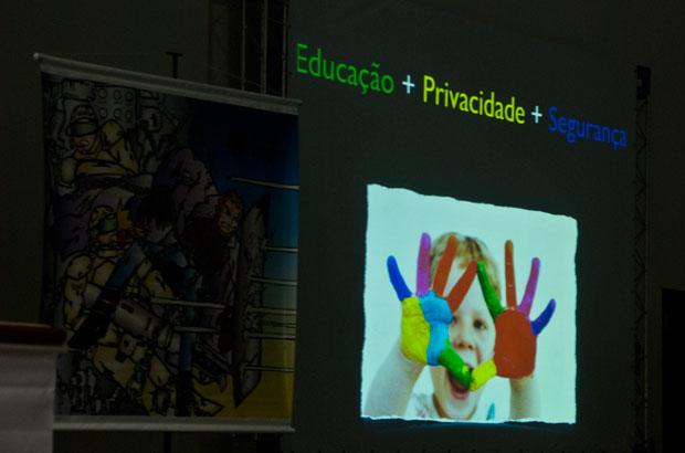 Educação, privacidade e segurança: assuntos da Silver Bullet em slide do especialista Nelson Novaes (Foto: Altieres Rohr/Especial para o G1)