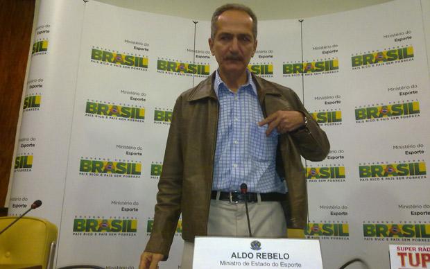 O ministro do Esporte, Aldo Rebelo, em anúncio de nova equipe nesta segunda (14) (Foto: Felipe Neri / G1)