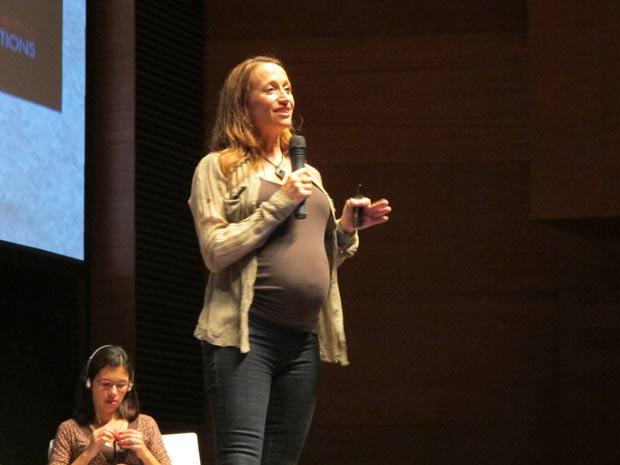 A ambientalista Céline Cousteau fala durante primeiro painel do Fórum Global de Sustentabilidade do SWU nesta segunda-feira (14) (Foto: Eduardo Carvalho/G1)