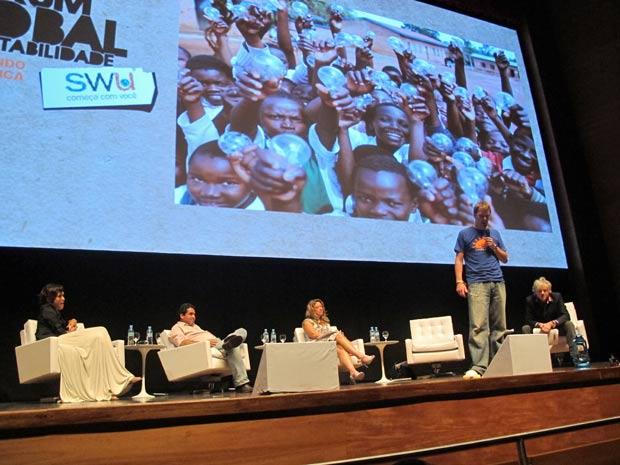 Steve Andrews fala sobre a iniciativa de levar luz gerada por energia solar para comunidades pobres da África (Foto: Eduardo Carvalho/G1)