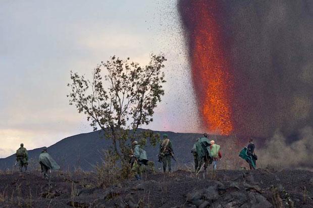 Pessoas observam a erupção (Foto: Virunga NP)