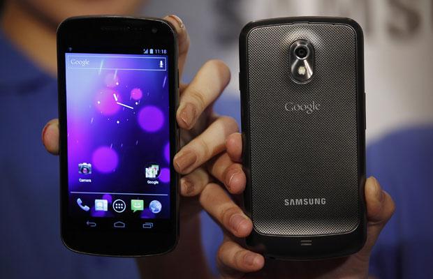 O Galaxy Nexus será o primeiro smartphone a rodar o Android 4.0 (Foto: Bobby Yip/Reuters)