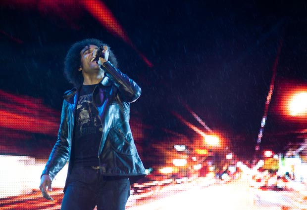 O vocalista William DuVall, do Alice in Chains, durante o show do grupo na segunda (14) (Foto: Caio Kenji/G1)