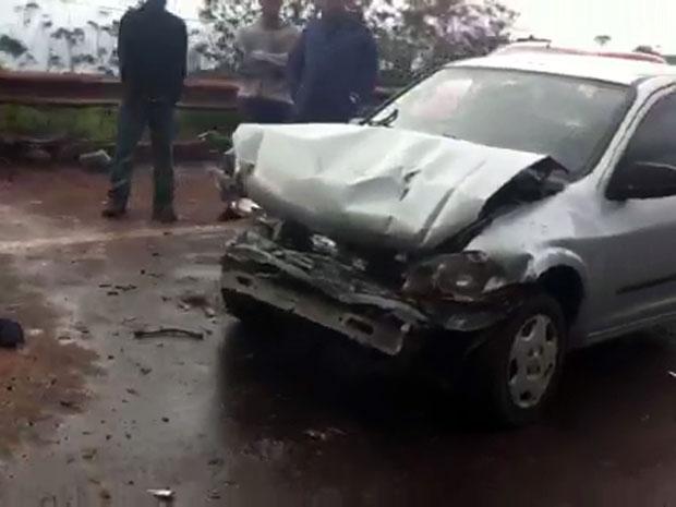 Um dos carros envolvido na batida (Foto: Isabela Scalabrini)