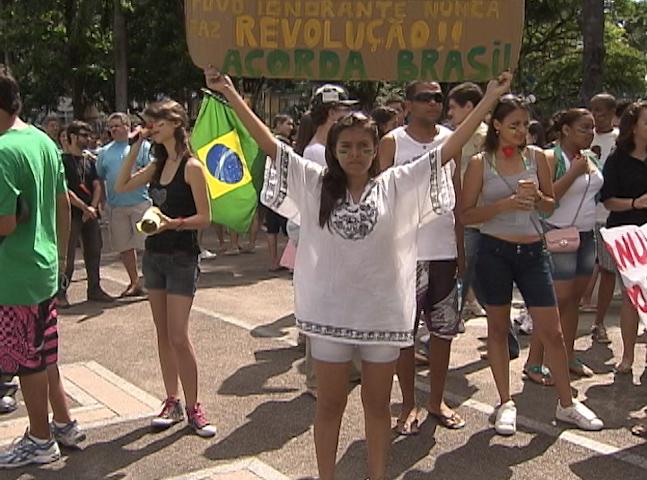 Marcha contra corrupção Feira (Foto: Reprodução TV Bahia)