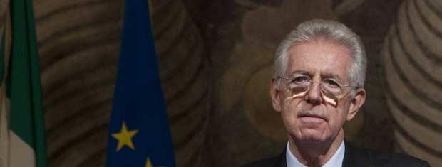 O senador Mario Monti, provável futuro premiê da Itália, dá entrevista nesta segunda-feira (14) no Senado (Foto: AP)