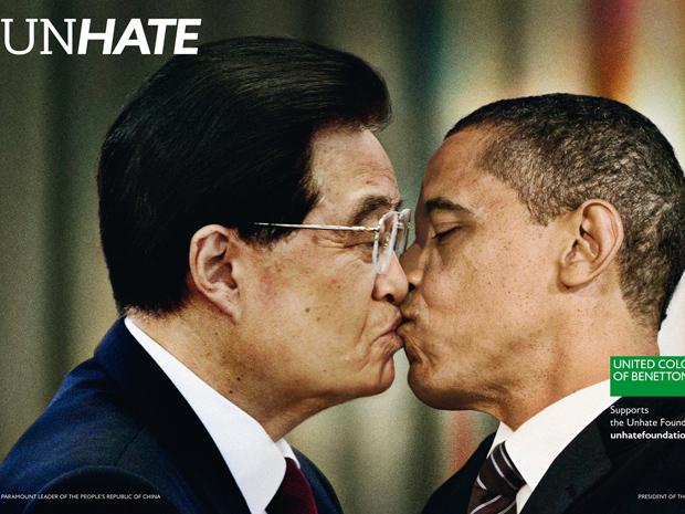 Beijo entre o presidente da China, Hu Jintao e Barack Obama, dos EUA, em fotomontagem feita pela Bennetton. (Foto: Divulgação)