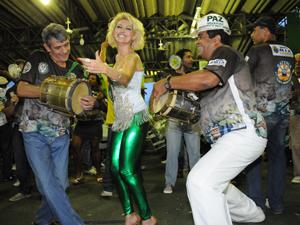 Atriz encara o título de rainha de bateria como o maior desafio da sua vida (Foto: Divulgação / Mocidade)
