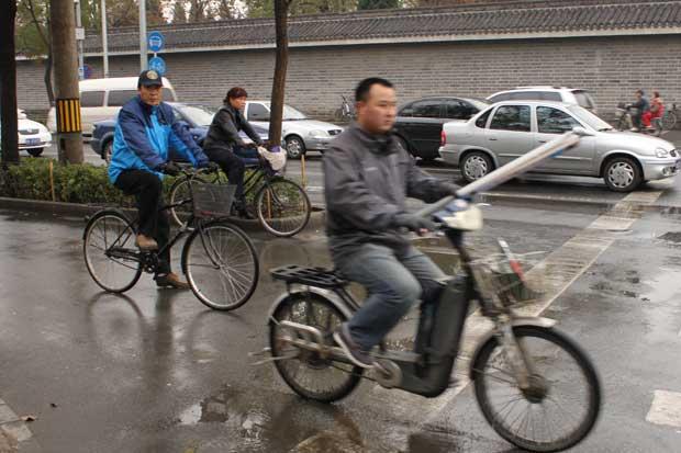 Bicicletas elétricas crescem na preferência dos moradores de Pequim (Foto: Leopoldo Godoy/G1)