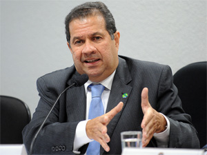 O ministro do Trabalho, Carlos Lupi, durante audincia no Senado. (Foto: Wilson Dias/ABr)