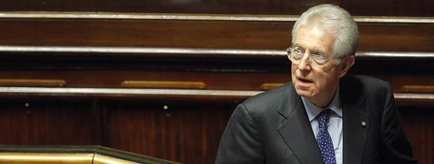 O premi]ê da Itália, Mario Monti, nesta quinta-feira (17) no Senado (Foto: AP)