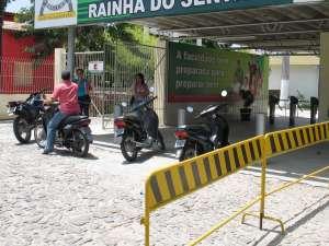 faculdade rainha do sertão (Foto: Alex Pimentel/Agência Diário)