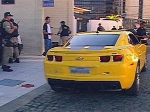 Carro foi apreendido em bairro nobre da capital (Foto: Reprodução/TV Cabo Branco)