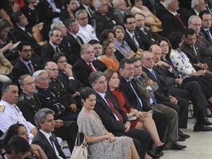 Autoridades no Palácio do Planalto, durante a cerimônia de sanção da lei da Comissão da Verdade (Foto: Agência Brasil)