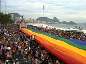 Parada gay reúne milhares de pessoas em Copacabana  (Foto: Reprodução/TV Globo)
