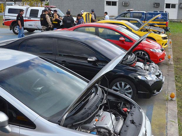 Carros de luxo que teriam sido usados em racha são apreendidos em João Pessoa (PB) (Foto: Walter Paparazzo/G1)
