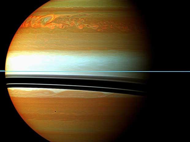 Este mosaico mostra a cauda da enorme tempestade de 200 dias que envolveu Saturno. (Foto: NASA / JPL / AP Photo)