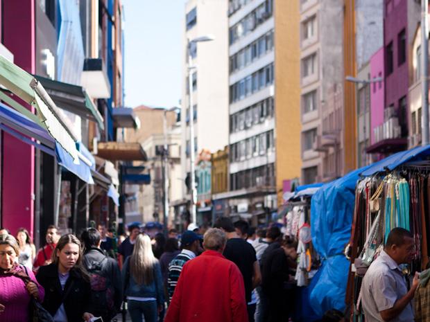 Rua 25 de Março recebe cerca de um milhão de pessoas diariamente durante época de natal (Foto: Caio Kenji/ G1 )