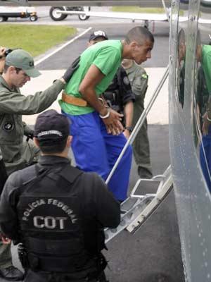Nem foi levado em avião sob escolta de agentes da PF (Foto: Divulgação/Seap-RJ)