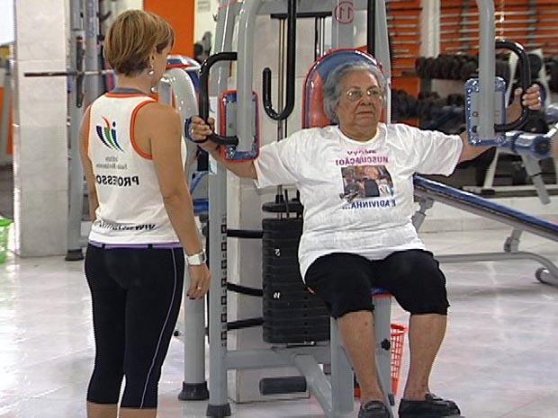 Inês pratica exercícios três vezes por semana na academia. (Foto: Reprodução/TV Gazeta)