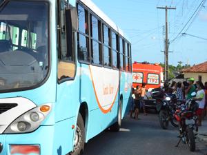 Criança morre atropelada por ônibus na Paraíba (Foto: Walter Paparazzo/G1)
