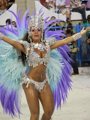 Raíssa prestou homenagem a Roberto Carlos no carnaval 2011 (Foto: Irapuã Jeferson / Divulgação)