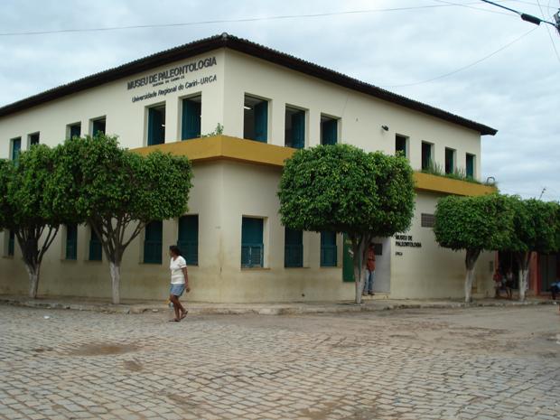 Museu de Paleontologia é o principal ponto turistico de Santana do Cariri (Foto: Ypsilon Felix/VC no G1)