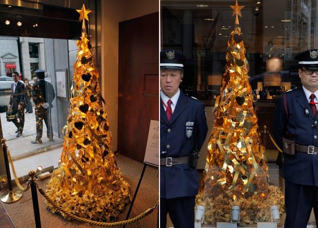 Árvore pesa 12 quilos e está em exibição em Tóquio. (Foto: Itsuo Inouye/AP)