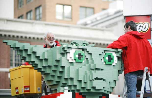 Papai Noel Yoda de Lego é construído em San Francisco (Foto: AP)