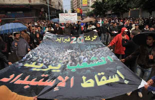 Manifestantes vão às ruas em Casablanca nesta segunda-feira (21) pedindo o boicote das eleições (Foto: Reuters)