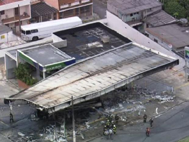 Incêndio aconteceu em posto de combustíveis na Zona Leste da capital (Foto: Reprodução/TV Globo)