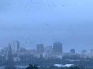 Tempo ficou nublado com pancadas de chuva, nesta quarta-feira (23) (Foto: Reprodução/TV Globo)