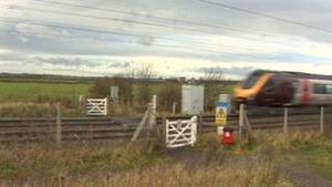 Menina teve braço arrancado após acidente com trem. (Foto: BBC)
