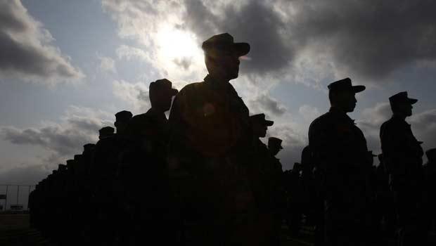 Exercícios militares sul-coreanos na ilha de Yeonpyeong nesta quarta-feira (23) (Foto: AP)