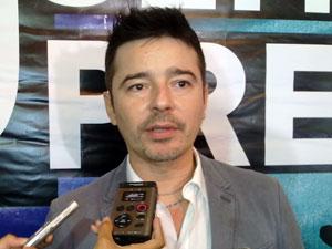Carlos Tufvesson, estilista e coordenador especial da Diversidade Sexual  (Foto: Túlio Mello/G1)