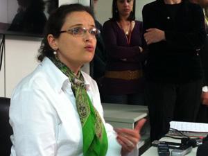 A servidora Luiza Gomide Vianna explica denúncias de suposta fraude no Ministério das Cidades (Foto: Felipe Néri)