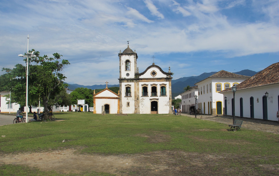 A antiga cadeira e a Igreja Santa Rita são parte do cartão postal da cidade