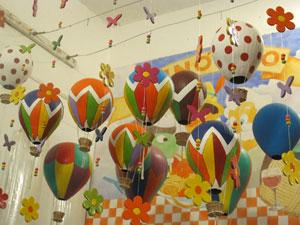 Balões são destaque nas lojinhas de artesanato  (Foto: Carolina Lauriano / G1)