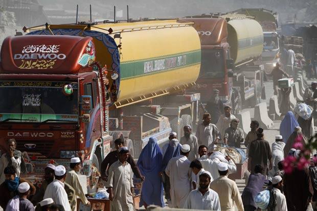 Paquistão ordenou o bloqueio de todos os comboios de abastecimento da Otan. (Foto: Rahmat Gul/AP)