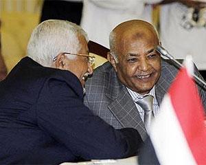 Líder da oposição, Mohammed Basindwa (à direita), foi nomeado primeiro-ministro interino do Iêmen (Foto: Fahad Shadeed/Reuters)