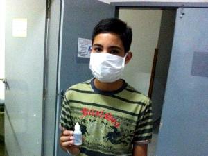 Antonio Douglas foi orientado a usar soro no nariz (Foto: Elias Bruno/G1 Ceará)