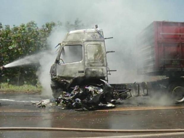 Acidente na Euclides da Cunha em Cosmorama mata uma pessoa (Foto: Reprodução / TV Tem)