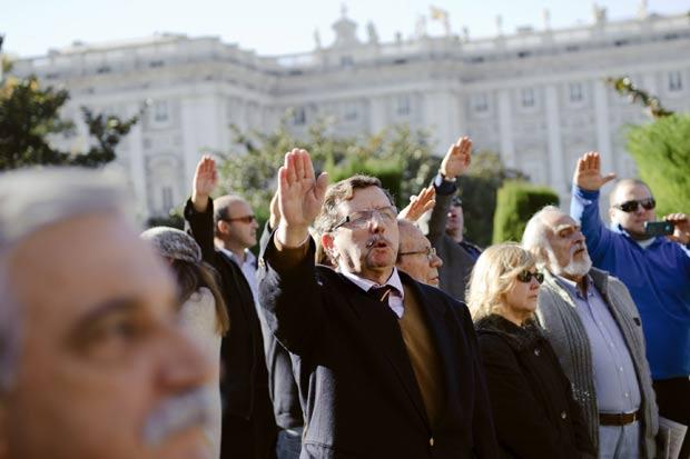 Manifestantes lembraram aniversário de 36 anos da morte de Franco. (Foto: Daniel Ochoa de Olza/AP)