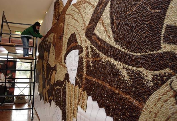 Mosaico terá cinco personagens representando os cinco continentes. (Foto: Arben Celi/Reuters)