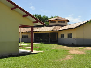 Escola umutina localizada dentro da aldeia em MT (Foto: Ericksen Vital / G1)