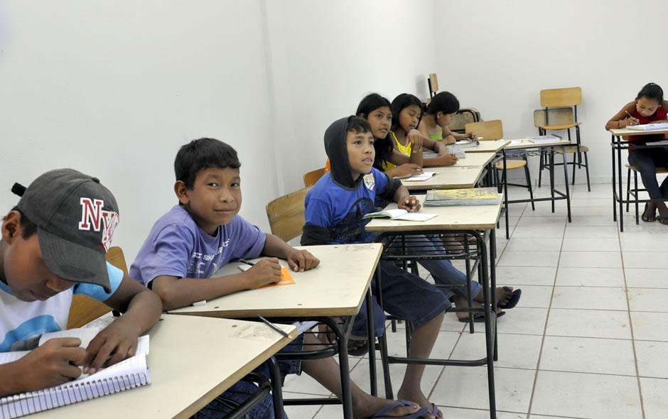 Índios umutinas de Mato Grosso estudam para manter os costumes e ajudar a aldeia