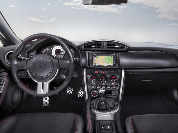 Interior do Toyota GT 86 ressalta o conforto do motorista (Foto: Divulgação)